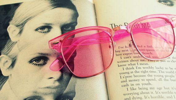 la década de 1990 rosa CLUBMASTER gafas de sol... retro. tonos de colores. urbano. hipster. tonos. indie. chic. color de rosa. gafas de sol. boho. material. soleado