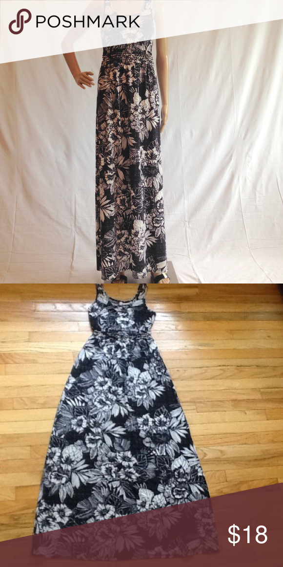 675e5c1511 Mud Black and White Floral Maxi Sundress (S) Mudd black and white floral  maxi sundress is 95% Polyester