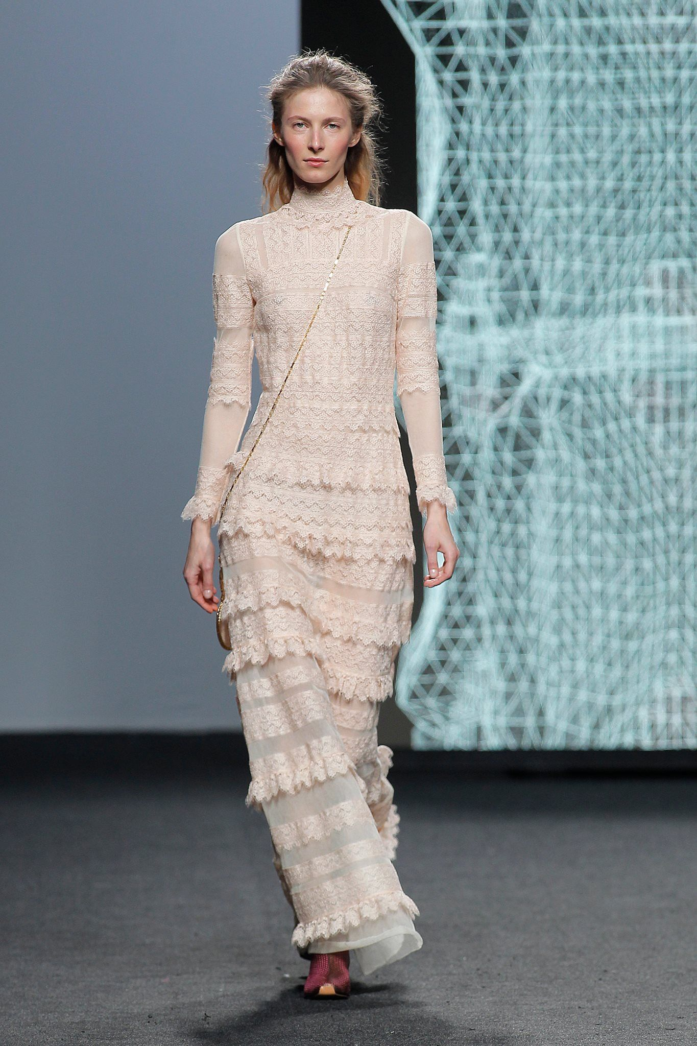 Pin by Ainhoa López Rico on A map of the clothes I loved: RUNWAY ...