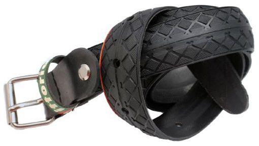 NEGRE VITTORIA2. #Cinturon realizado con #neumatico de bicicleta, con hebilla metálica regulable. Ancho 2,5 cm.  #tstil #belt #reciclaje #Barcelona