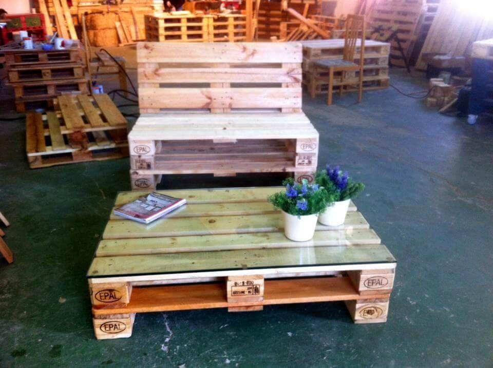 DIY Palette Stuhl mit Tisch #recyceltepaletten DIY Palette Stuhl mit Tisch - Recycelte Paletten Stuhl Mit Tisch #Palettenmöbel #recyceltepaletten