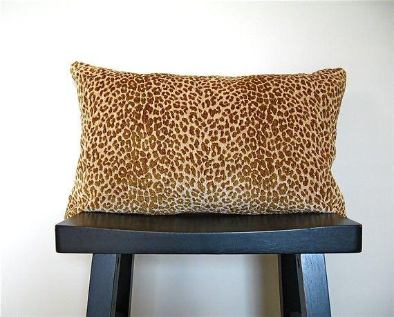 Cojín de acento, estampado de leopardo.
