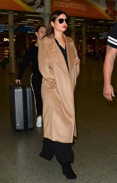 Versteckt Cheryl Cole hier einen Babybauch unter ihrem Mantel?