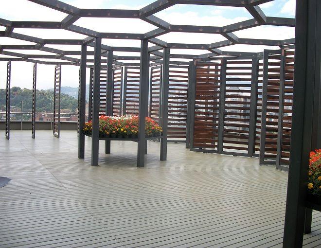 Pergolas techos de sombra cubiertas techo cielorraso for Techos modernos exterior