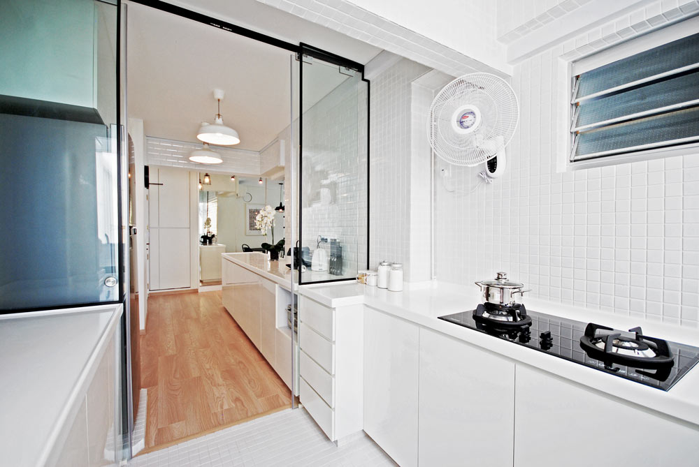 13 Gorgeous Galley Kitchen Ideas for Your Small HDB Flat ...