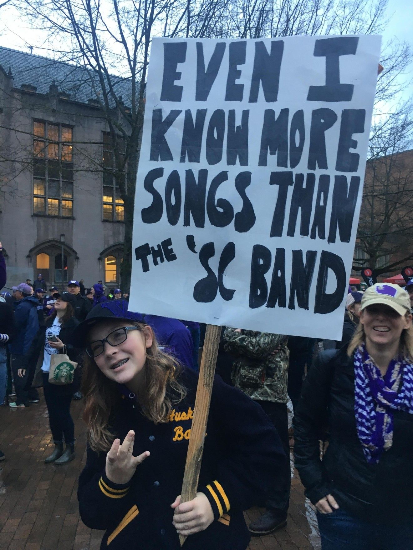 This Morning Hundreds Of Football Fans Came Out For Espn College Gameday At Red Square At The University Of Washington Gameday Trav Gameday Espn Football Fans