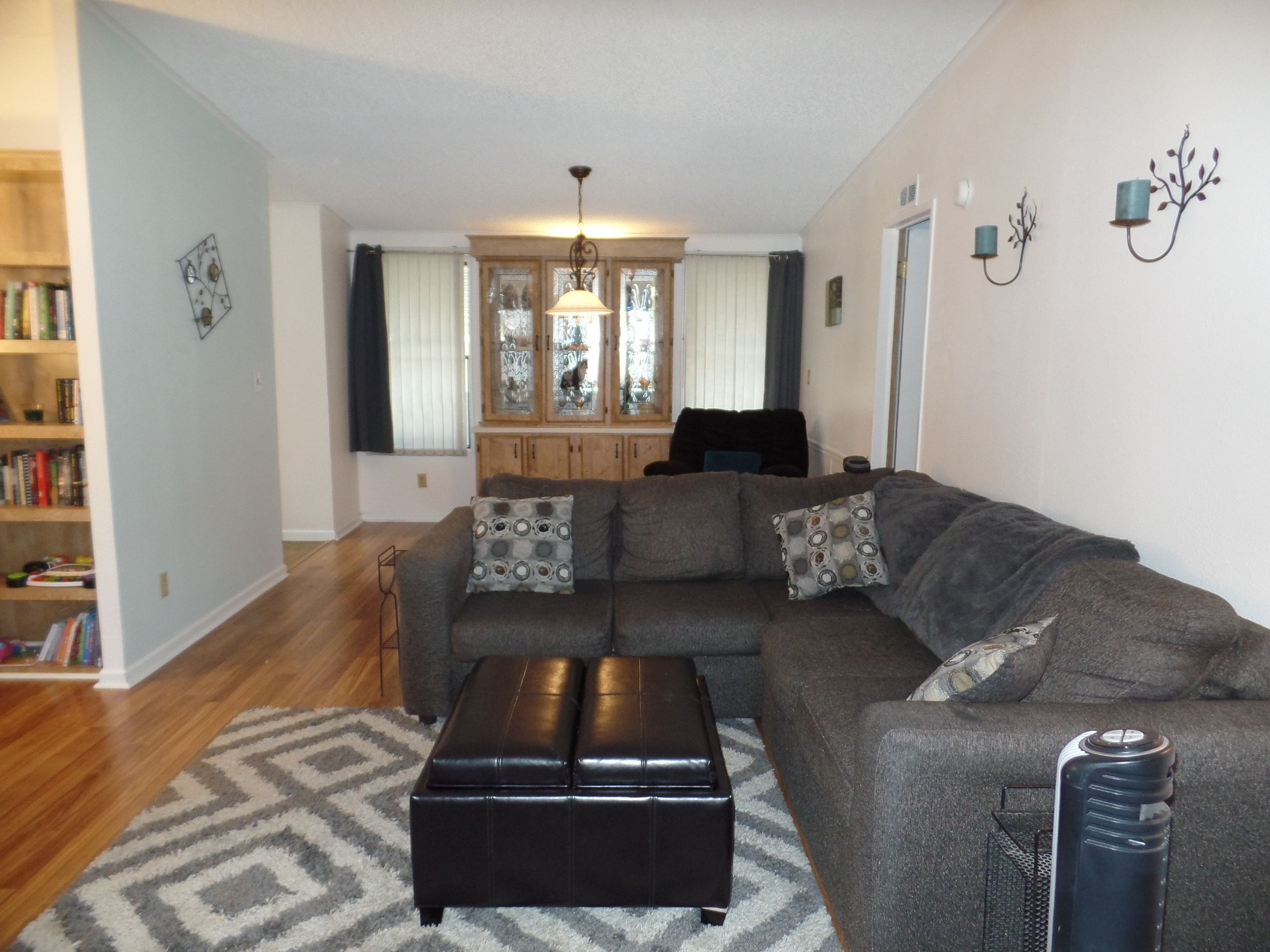 Livingroom 1987 Cavco Mobile / Manufactured Home in Phoenix, AZ via on home design trends 2016, home interior design 2015, home film 2016, home furniture 2016, home decorating 2016,