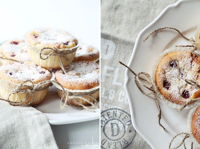 Vihdoinkin sain nämä muffinssikuvani katseltua läpi ja työstettyä blogiin asti… koko viikko siinä menikin.. ja ehdimme jo tässä välissä leipoa (tai tytöt leipoivat ensimmäistä kertaa ihan itse) toisenkin satsin näitä …