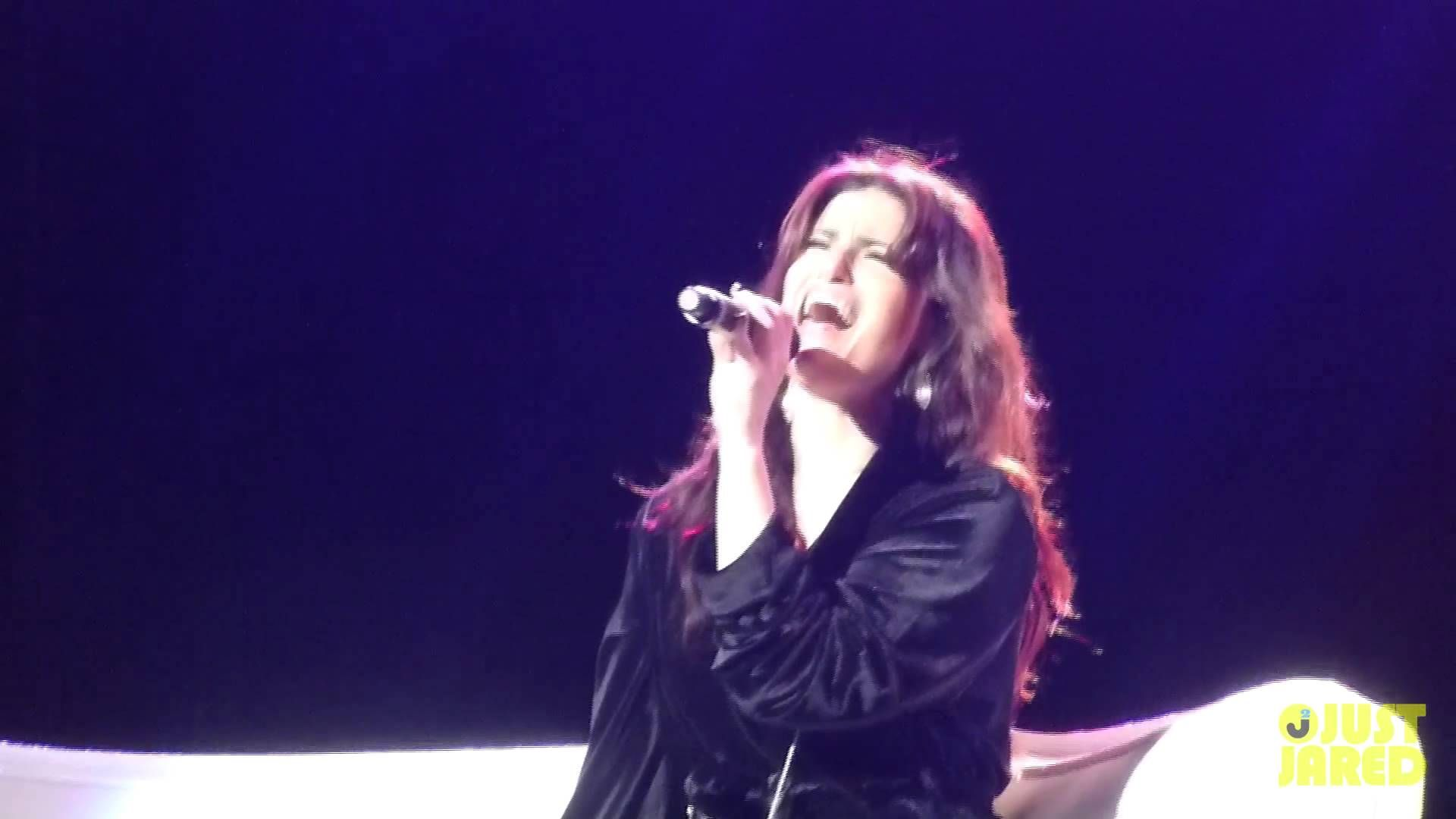 "Idina Menzel - ""Creep"" by Radiohead at Radio City Music Hall - 6/16/14. Favorite thing ever."