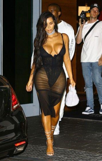 8fd8138c5e0 Kim Kardashian Photos Photos - Kim Kardashian and Kanye West are spotted  leaving their hotel in Miami