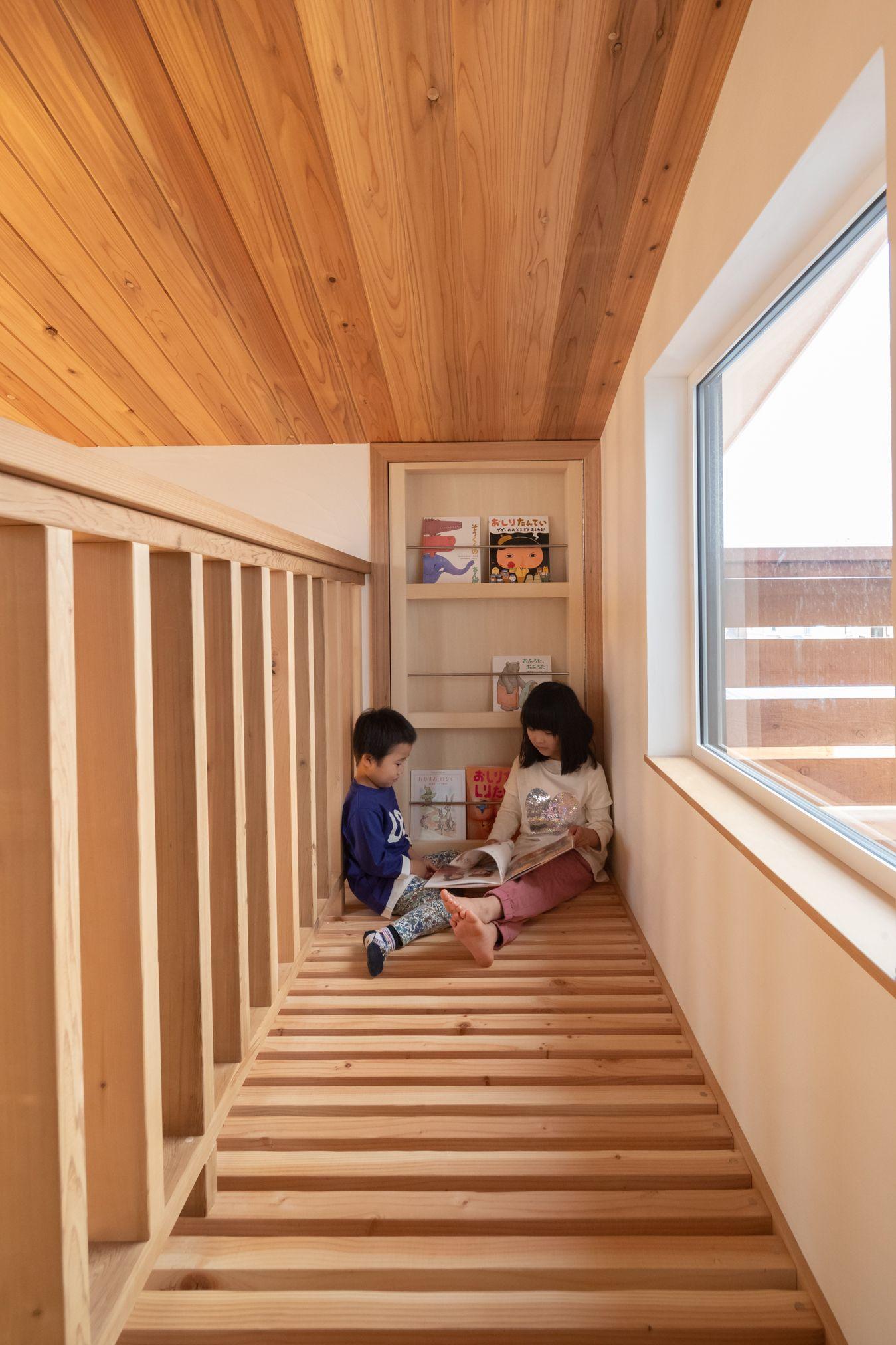 高台に建つ和モダンハウス 閉じられたデッキでハンモックを愉しむ家