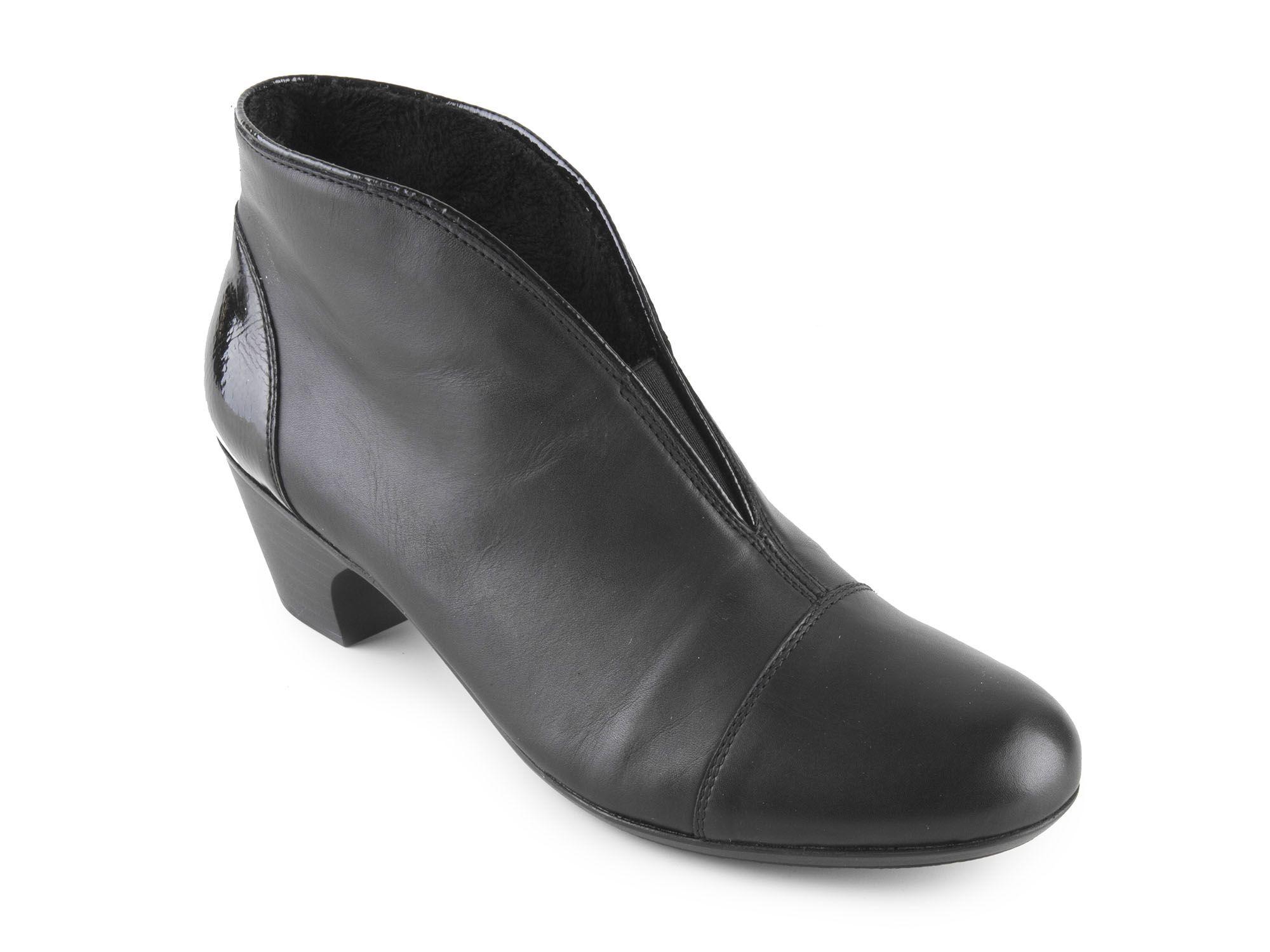 a0dfa8de213 Rieker - Elegantní dámské kotníkové boty na podpatku šíře G 50553-00   černá