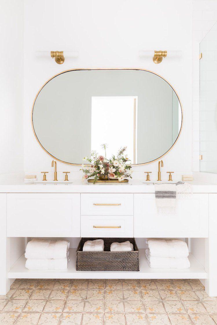 Visite deco : le style chalet blanc par Nicole Davis | Sdb ...