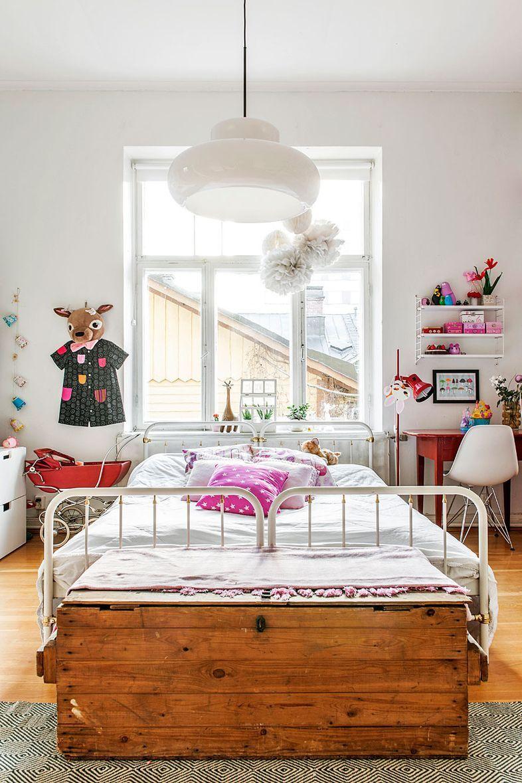 Kids room - wide bed.