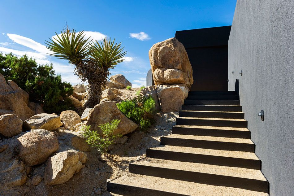 Modern Desert Home with Courtyard - Pool and Views | Architecture