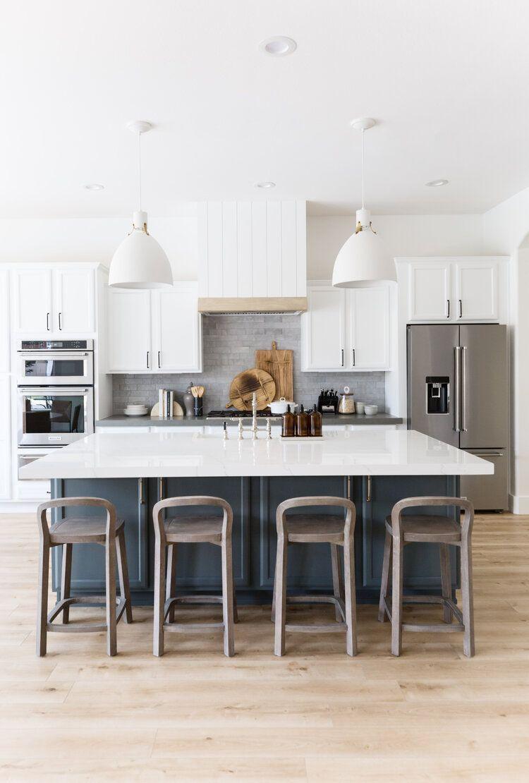 White modern kitchen inspiration. Navy Island.    #kitchen #kitcheninspiration #kitcheninspo #navycabinets #whitecoutertops #kitchendesign