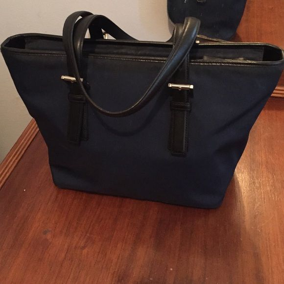 Women's Coach Handbag Women's Coach HandBag.                                              •Worn but in great condition!!!                                •Approximately 8 inches Width, 13 inches length (top of bag) 9 inches (bottom of bag), straps 17.5 inches. Coach Bags