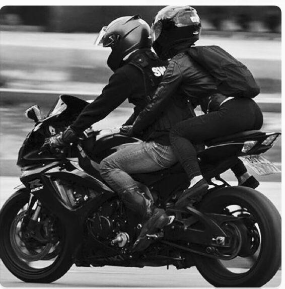 Pin By Ali Ramirez On Motos Motorcycle Couple Bike Couple Motorcycle