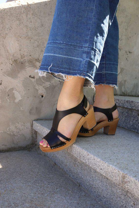 b7e15dc9e52b Leather sandals