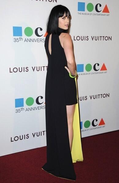 Katy Perry In Versace back. Re-tweet and favorite it here: https://twitter.com/MyFashBlog/status/450391266413395968/photo/1