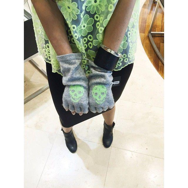 Skulll Cashmere fingerless gloves #skullgloves #skullcashmere #perkinsrowe #shopkiki