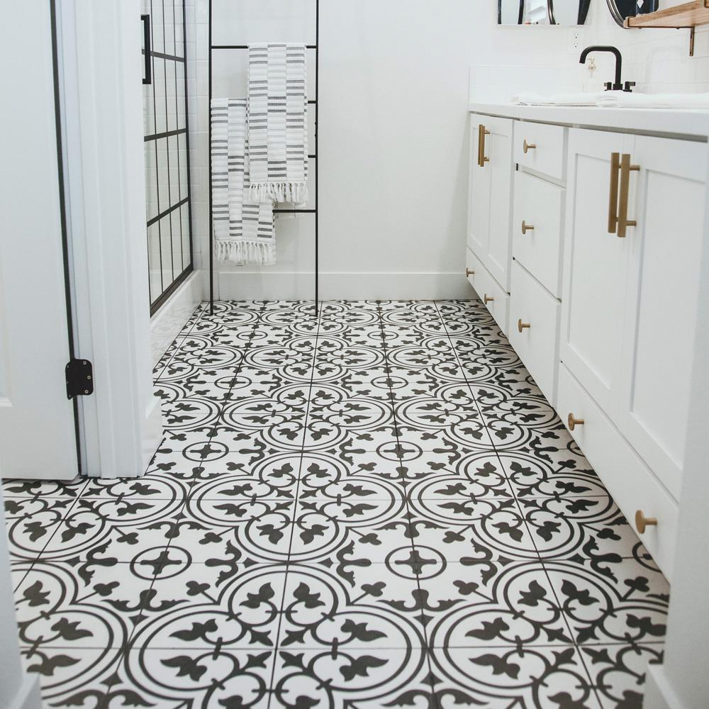 Merola Tile Arte White Encaustic 9 3 4 In X 9 3 4 In Porcelain Floor And Wall Tile 11 11 Sq Ft Case Fcd10arw The Home Depot White Bathroom Tiles Black And White Tiles Bathroom Porcelain Flooring