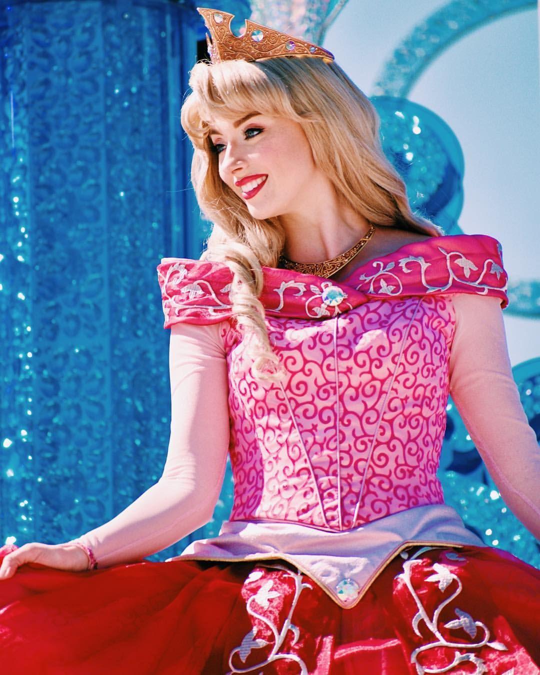 aurora sleeping beauty | Disney Characters | Disneyland princess