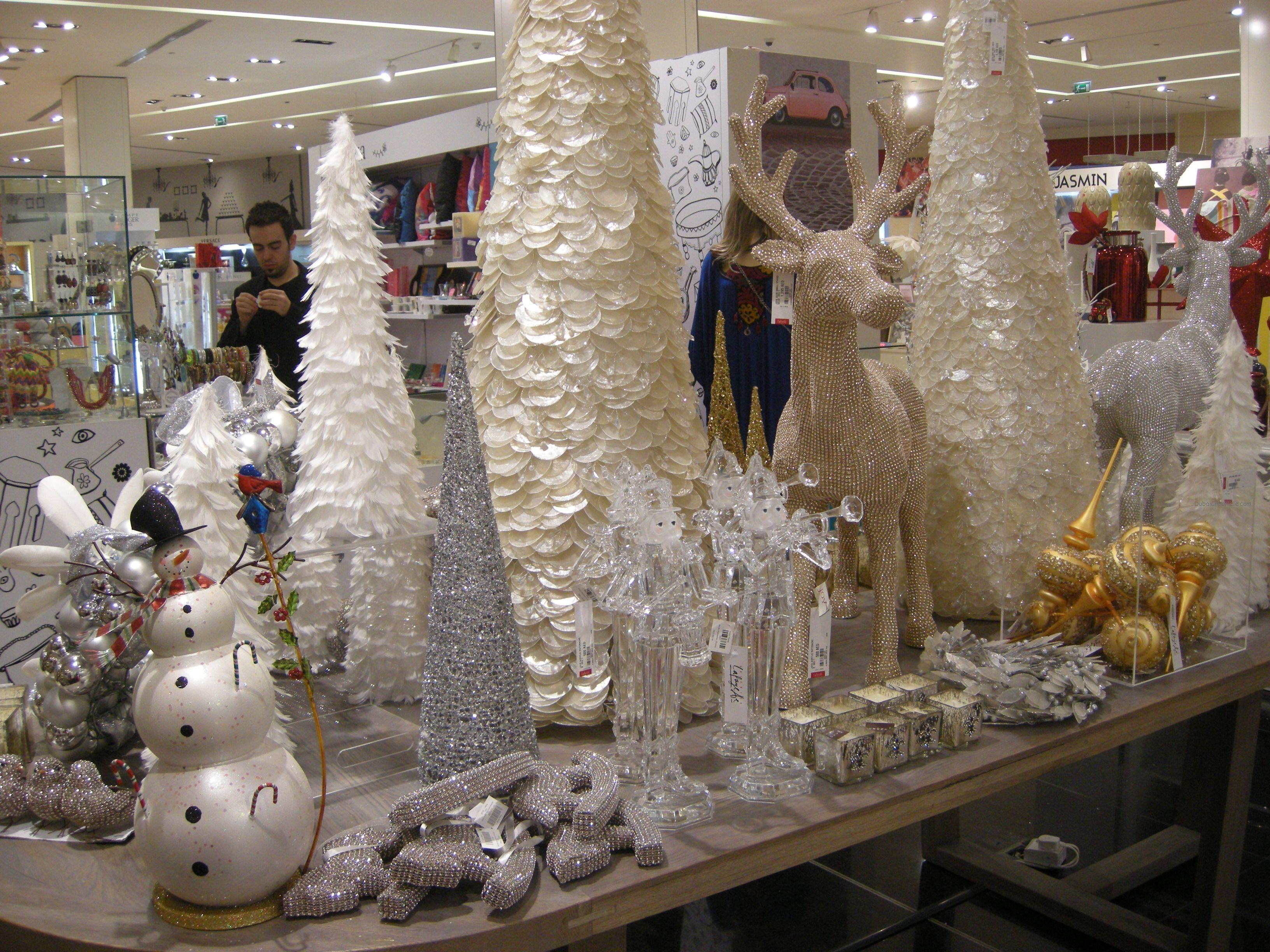 Christmas Decoration Lightens Up Dubai Mall Vitrines Diy