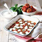 Een heerlijk recept: Gebakken tomaten met basilicum en gesmolten mozzarella