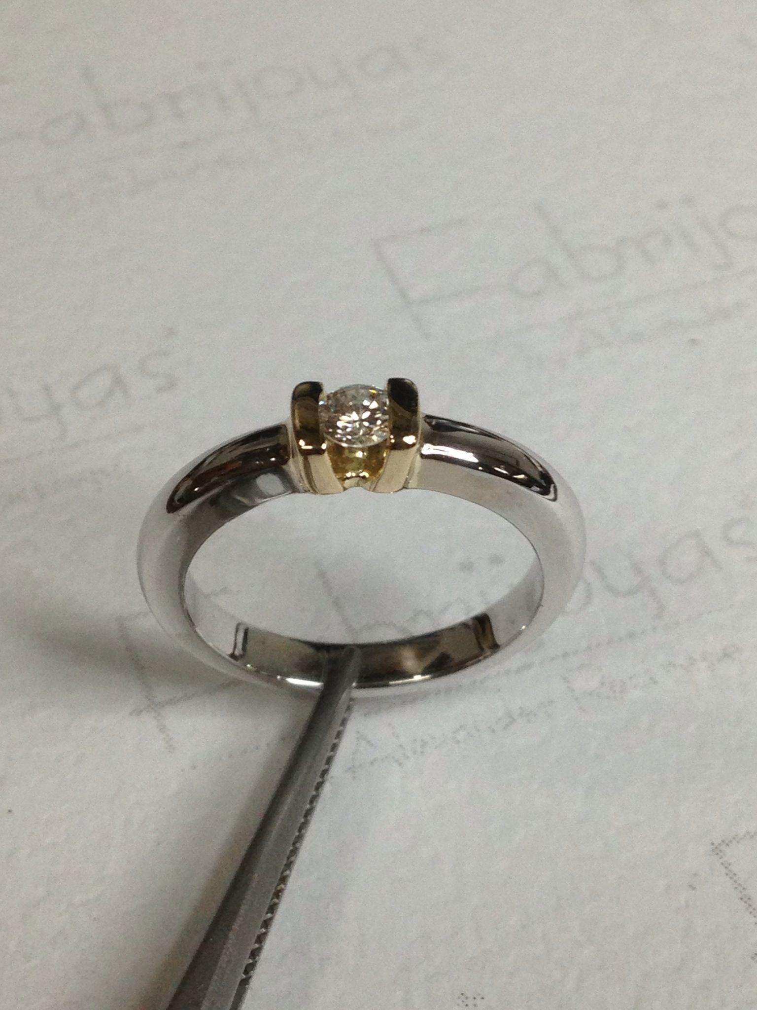 85f1e6e52772 Anillo compromiso bicolor con diamante 0.13 ct. (Fabrijoyas ...