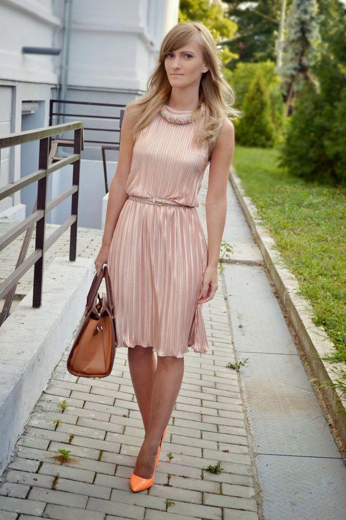 сочетание платья цвета пудры с туфлями фото развода