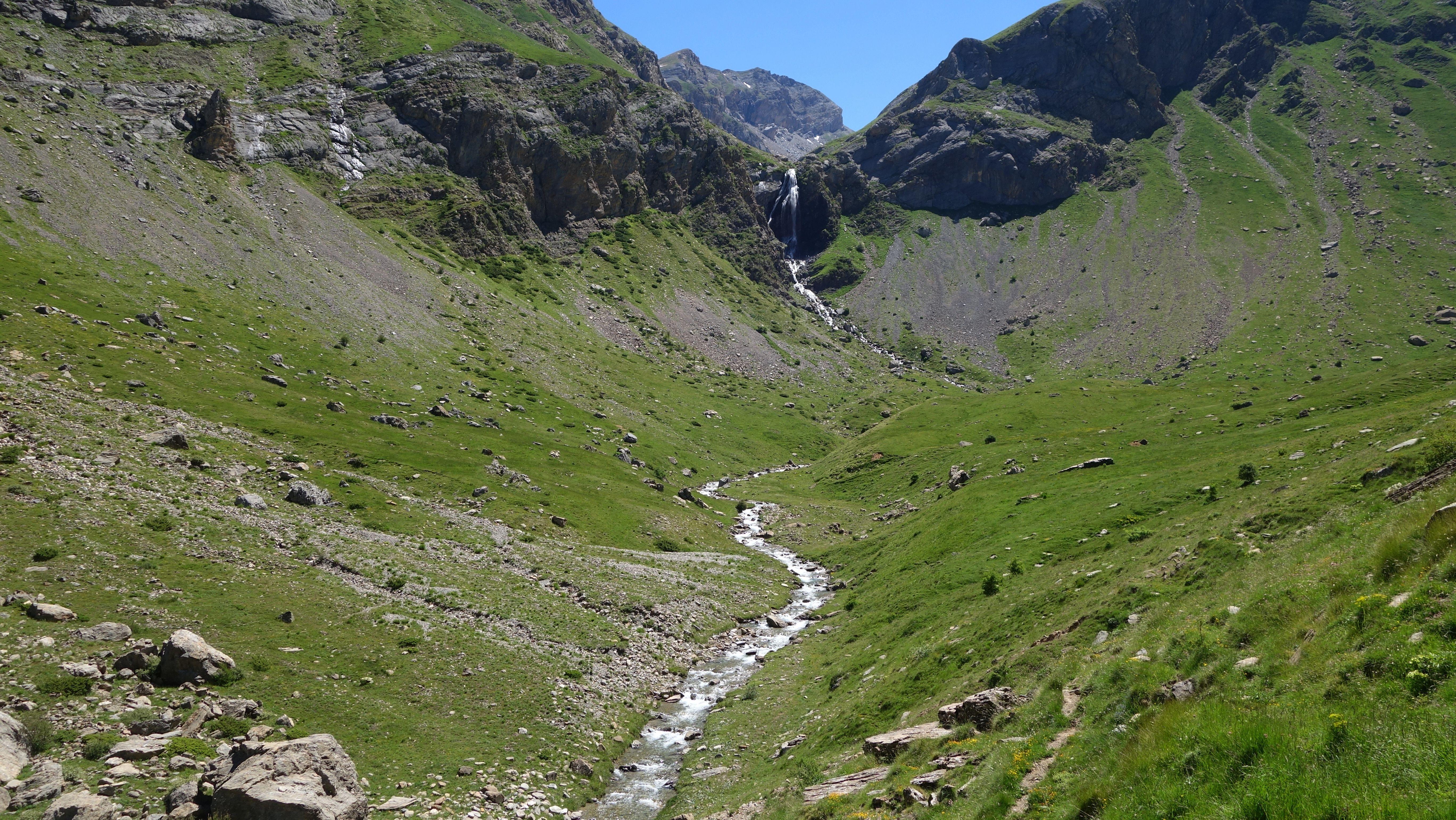 Salto de Tendeñera al río Ripera