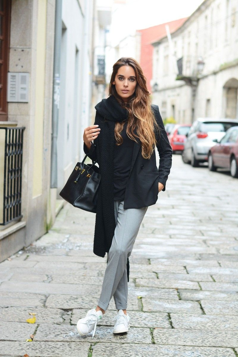 best website cfa7a b37b3 Sneaker chic - Adidas Stan Smith, grey pants, black blazer ...