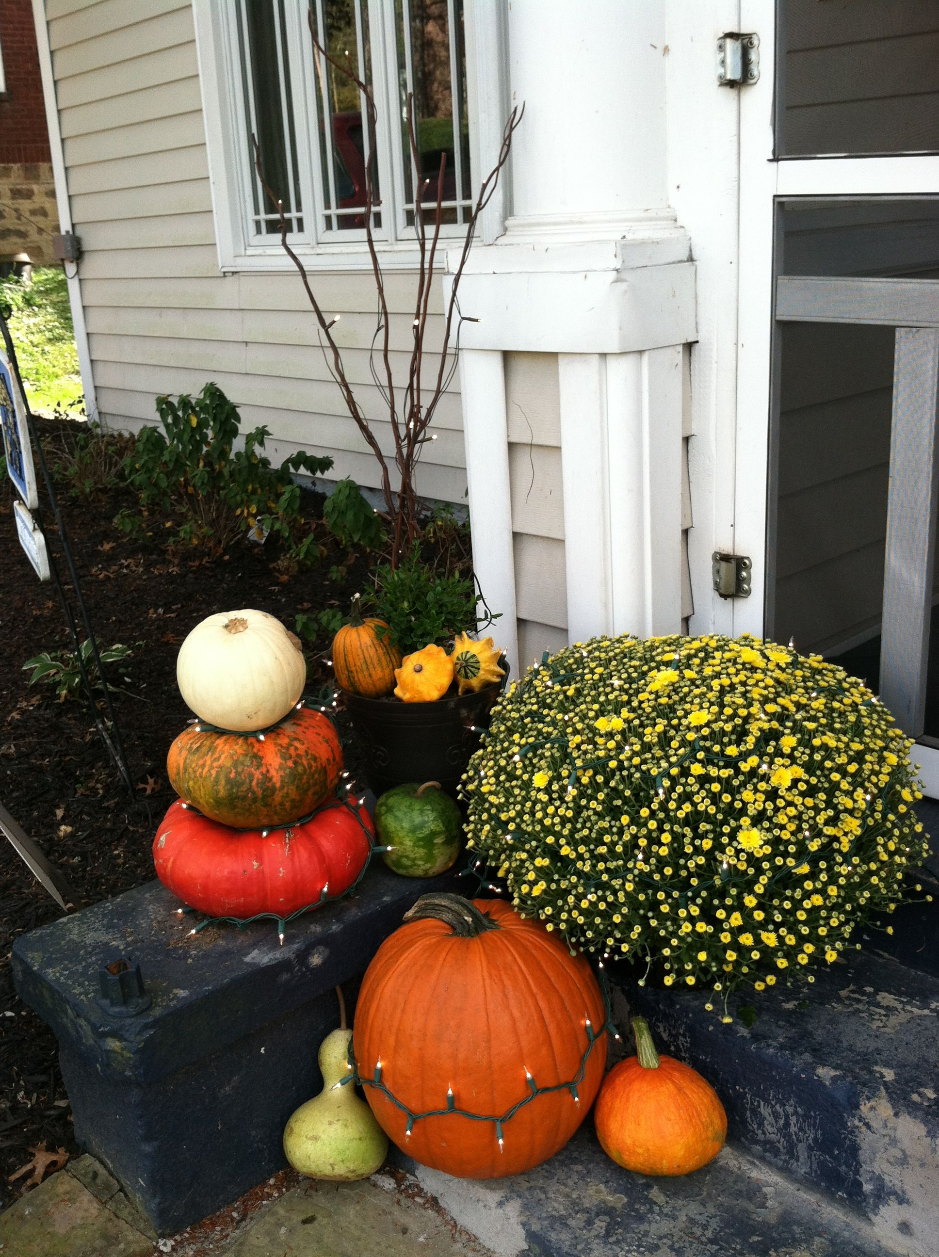 Fall Halloween decorations outside Fall! Pinterest Halloween - fall and halloween decorations