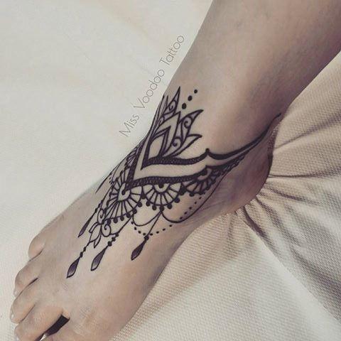pingl par emilie warg sur tatoo pinterest tatouages tatoo pied et tatouage cheville. Black Bedroom Furniture Sets. Home Design Ideas