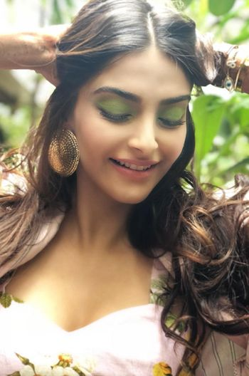 Get The Look: Sonam Kapoor's Tropical Eye Makeup (With ...