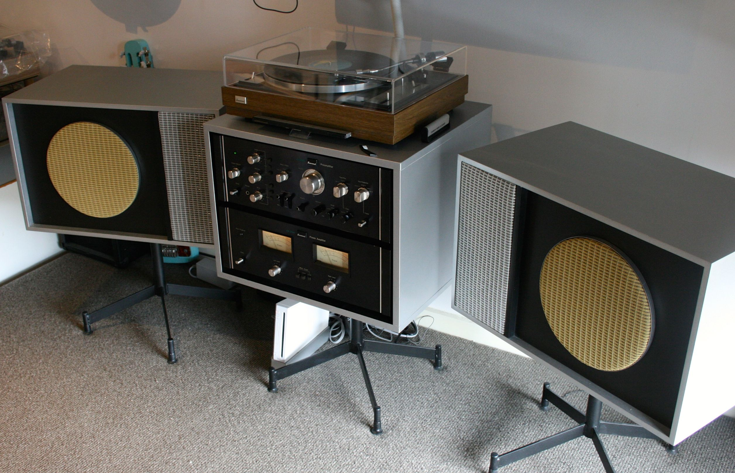 Just finished this DIY project speakers based on Charles Eames Design 1950's, with Sansui power Amp BA2000/ Pre Amp CA2000. Turntable Sansui FR-1080 new dust cover and wood grain vinyl wrap. Speakers swivel on bases