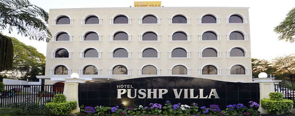 Hotel Pushp Villa Is One Of The Leading 3 Star Hotels In Agra It Situated On Vip Road To Taj Mahal Best Luxury