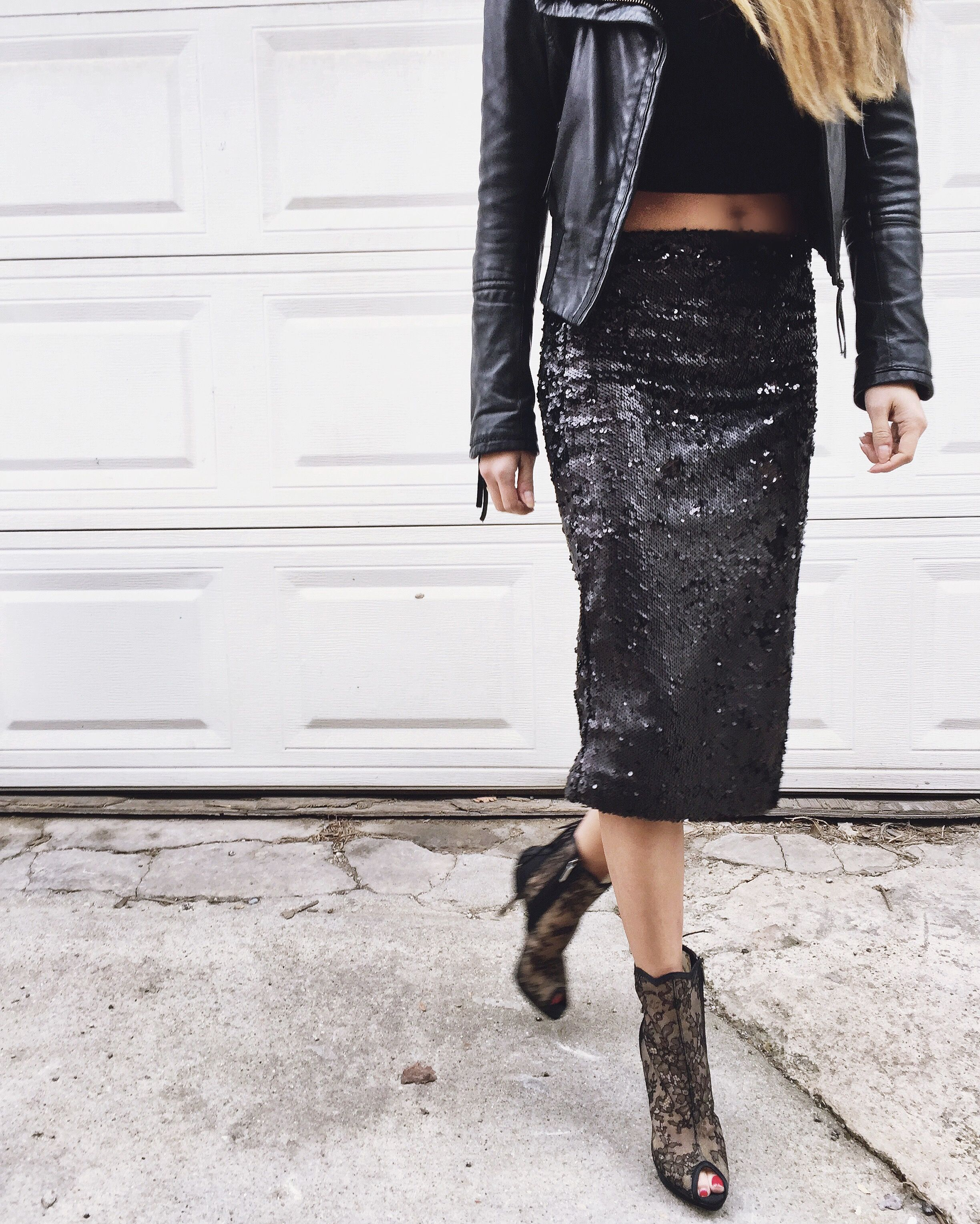 9734a5db8514 stylish skirts, cute skirts, pencil skirts, black sequins, black sequin  skirt, how to style your pencil skirt, how to style your sequins