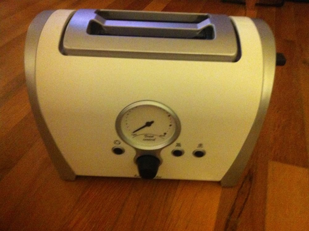 RUSSELL  HOBBS ( RHT2RET ) TOASTER ,  WHITE AND SILVER TEMPERATURE CONTROL #RussellHobbs