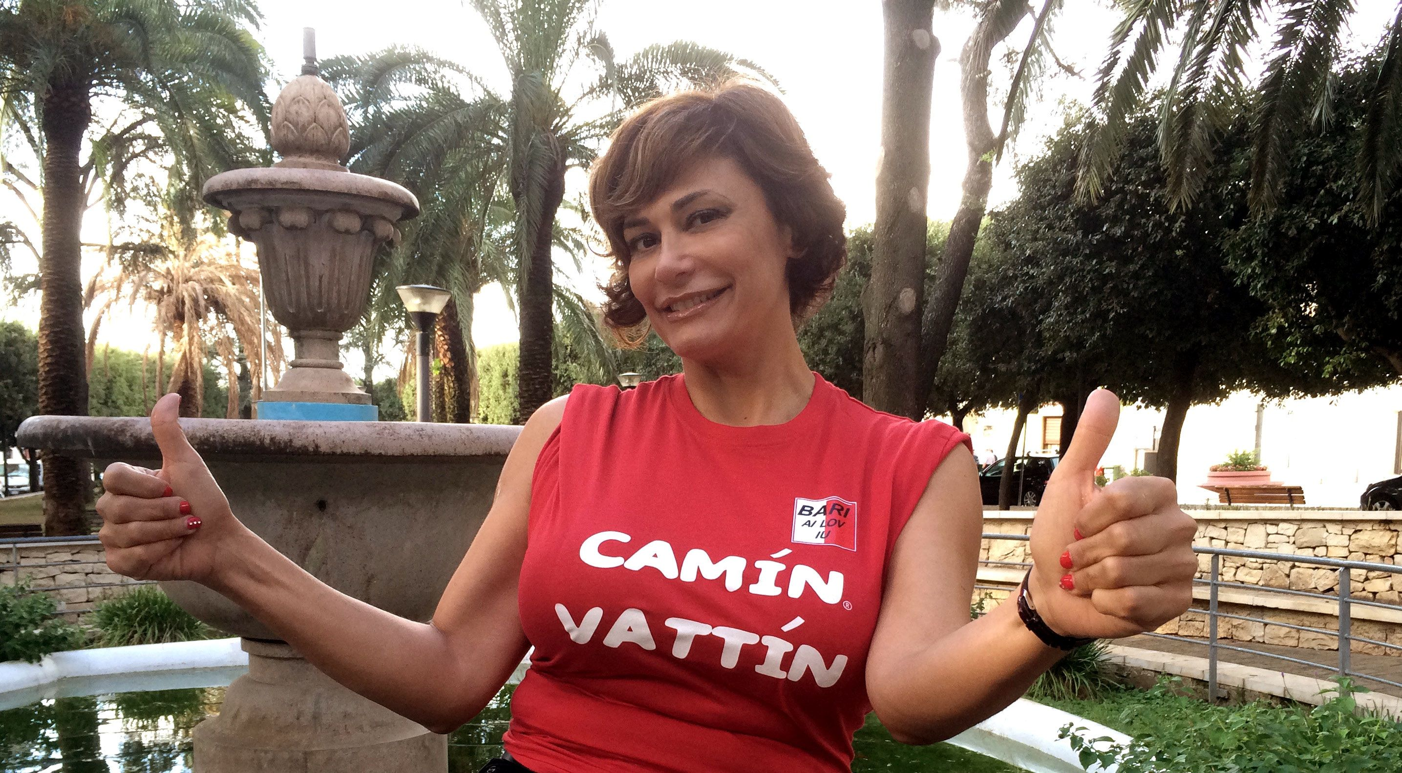 """ANNA RITA DEL PIANO - Le T-shirt """"Camin Vattin"""" sono in vendita presso il negozio BIDONVILLE Via Melo 224 a Bari - tel. 080-9905699 (consegna in tutta Italia e all'Estero con spedizione postale)"""