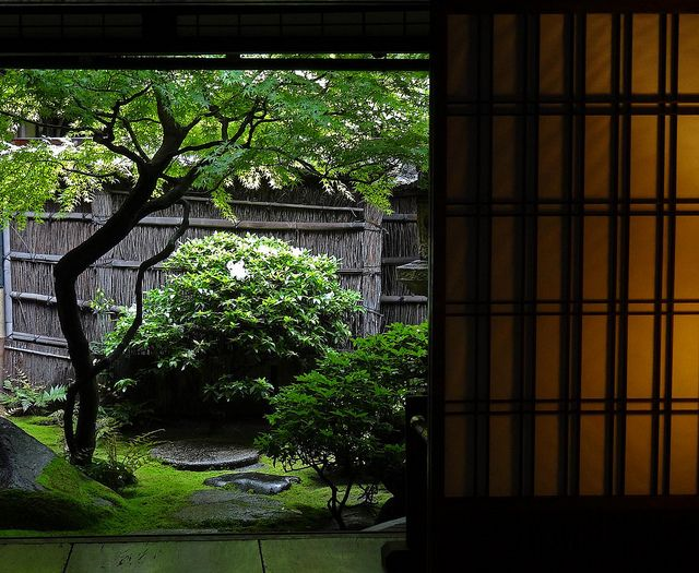 Sumiya Inner Courtyard View by Rekishi no Tabi, via Flickr