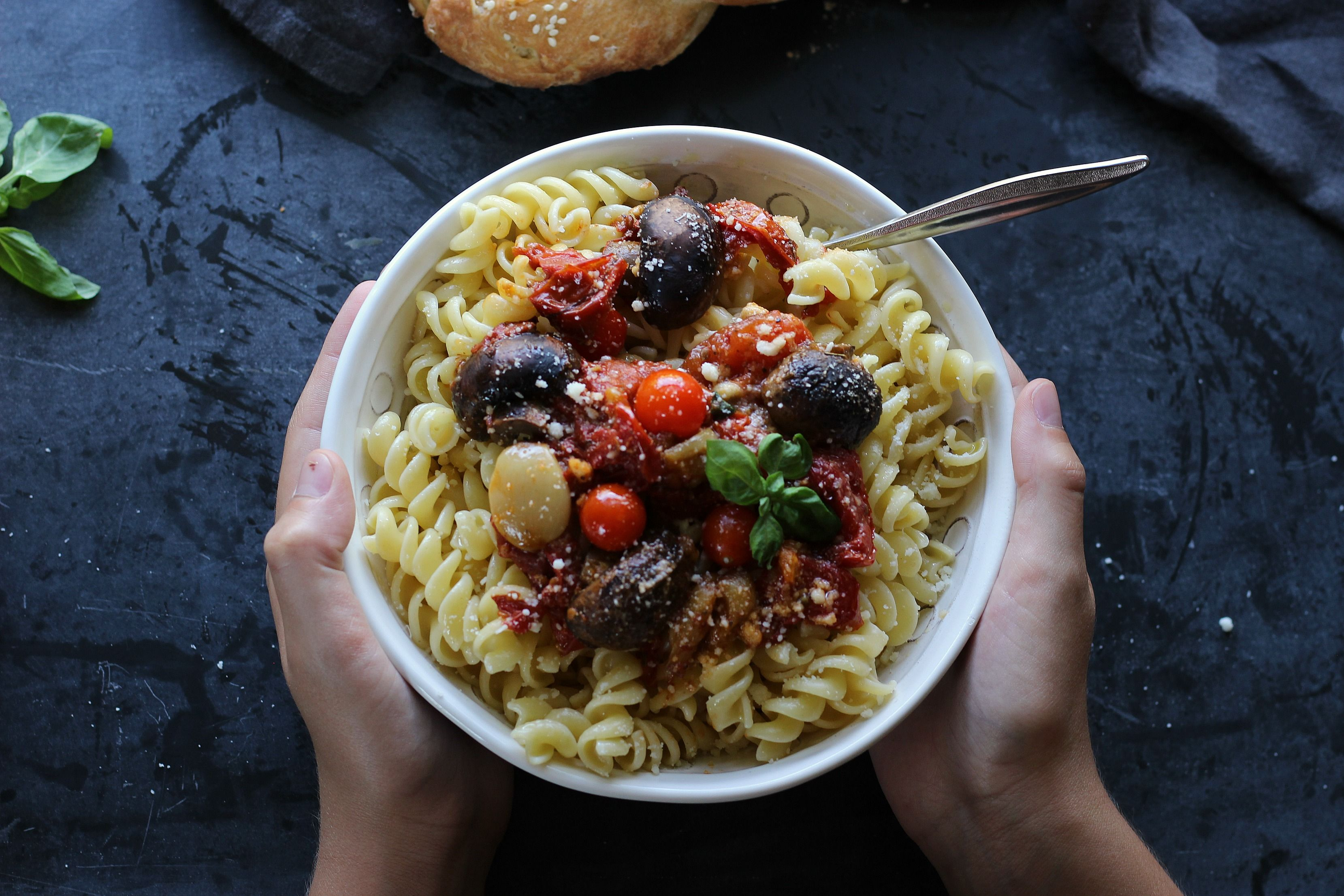 Add a whole lot of flavor to simple dishes with this easy #Paleo and #Glutenfree Roasted Tomato & Mushroom Garlicky Chunky Sauce | gardeninthekitchen.com