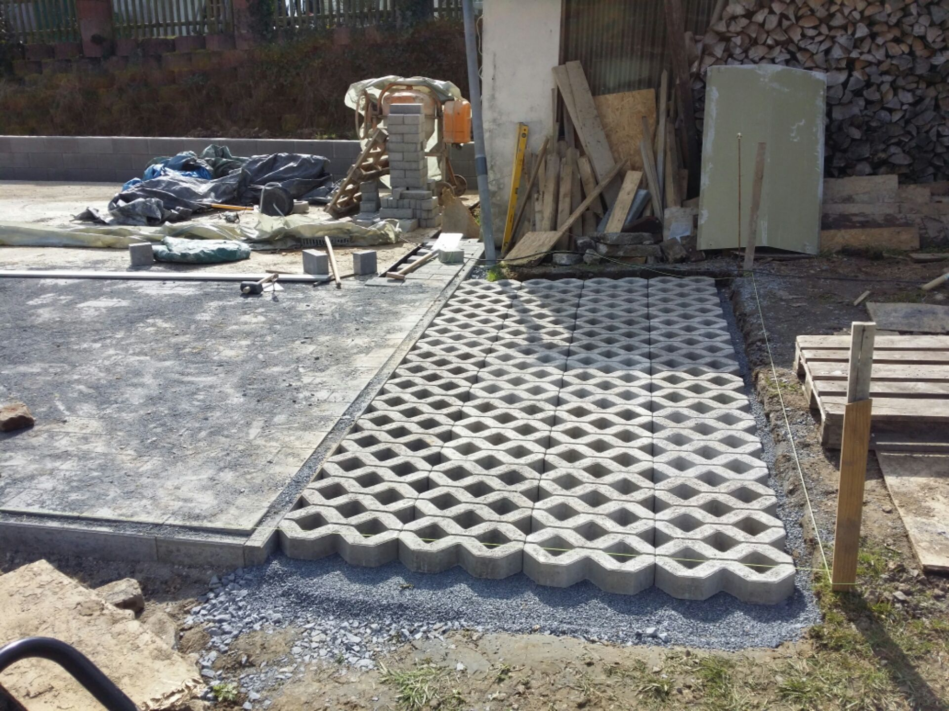 rasengittersteine oder rasenlochsteine verlegen bauanleitung zum einfahrten. Black Bedroom Furniture Sets. Home Design Ideas