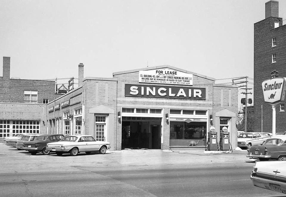Vintage shots from days gone by! Old gas stations, Gas