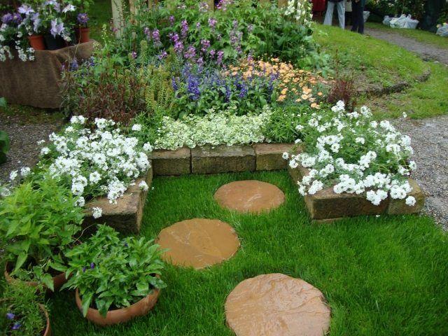 kleingarten gestalten trittsteine zierpflanzen rasen Green Things