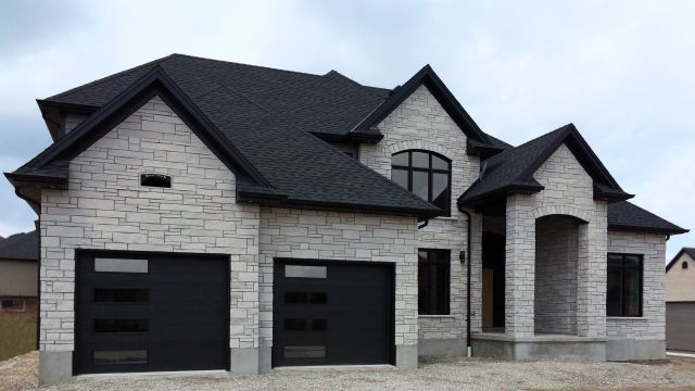 Arriscraft Introduces New Light Colors In Coordinating Products Brick Exterior House House Designs Exterior Stone Exterior Houses