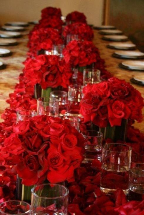 Red roses for valentine 39 s day wedding romantic table for Red rose wedding table decorations