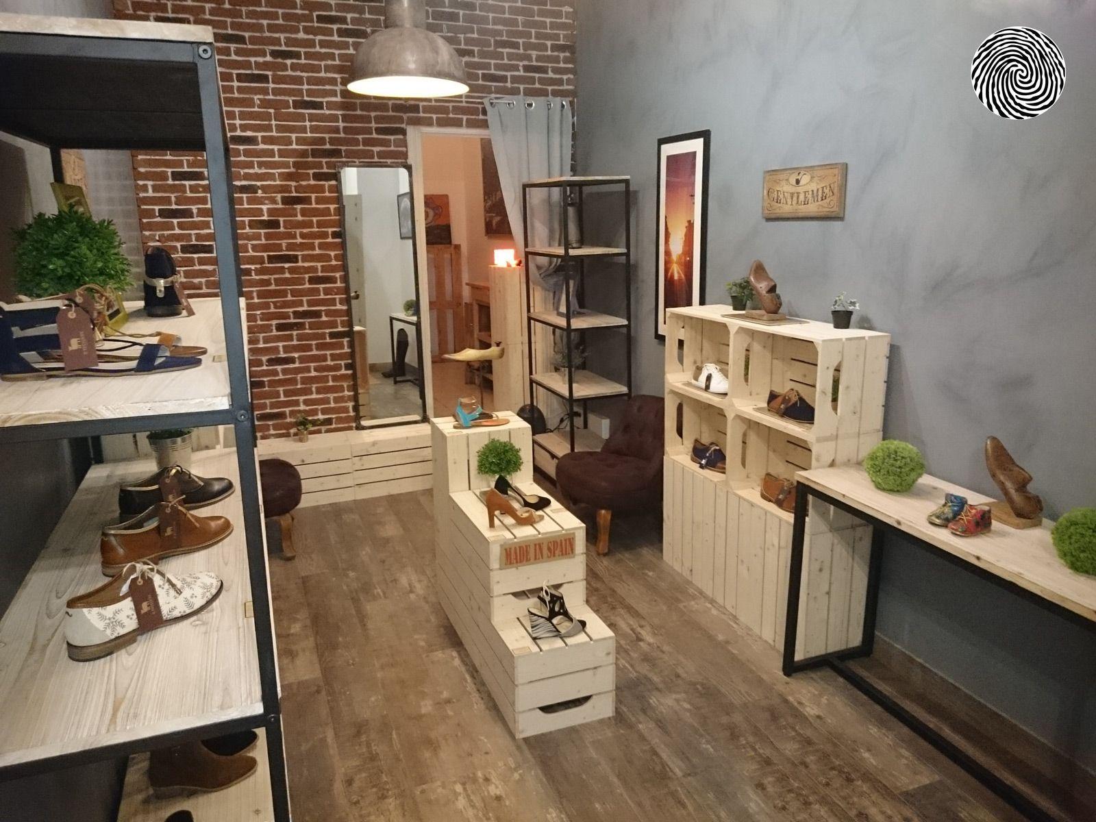 Amenagement De La Boutique Multimarques De Chaussures H F Fabriquees