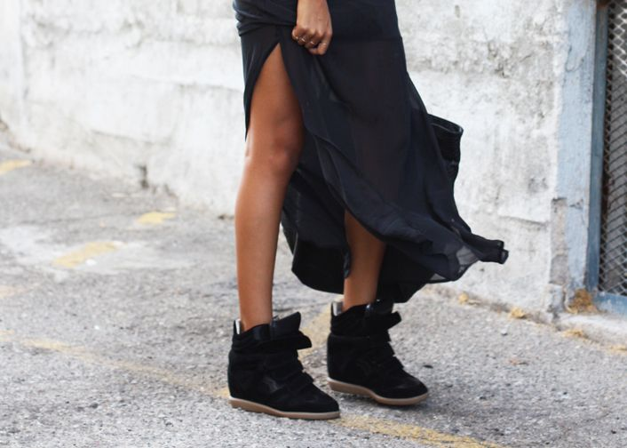 casual with sneakers | Skirt and sneakers, Sneakers street